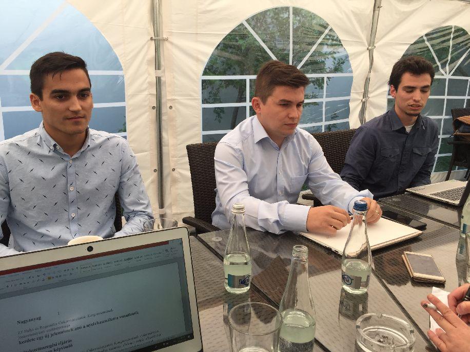 Zsigmond József (középen): A kártyával nyomon lehet követni az egyetemistákká váló tanulókat. Mellette balra Lőrincz István-Zoltán, jobbra Mandel Szabolcs