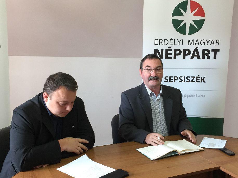 Bálint József (jobbról): Megszüntették egy iskola önállóságát. Aki ezt nem érti, az nem hiteles autonómia-ügyben
