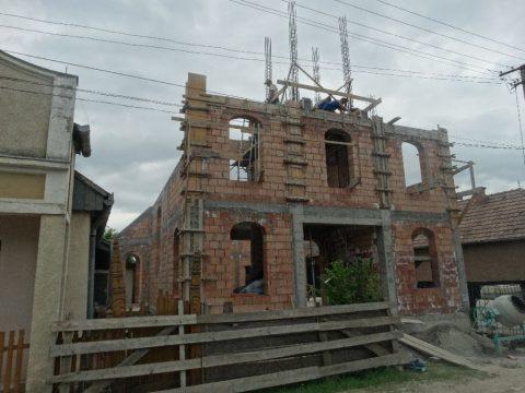 Jó ütemben zajlik a templomépítés