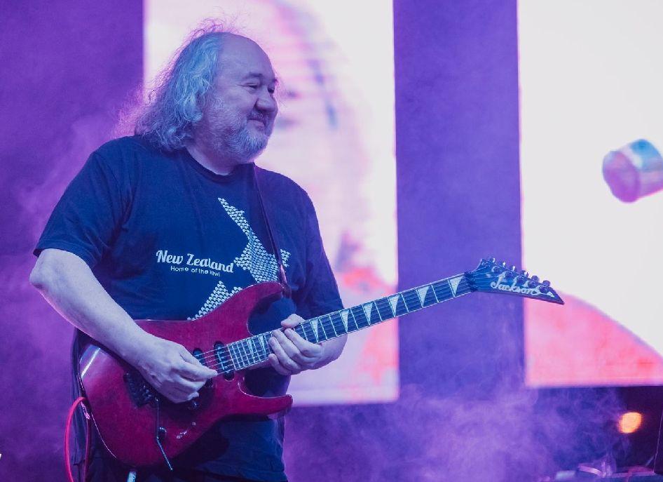 Interjú Adrian Ordeannal, a Compact B gitárosával