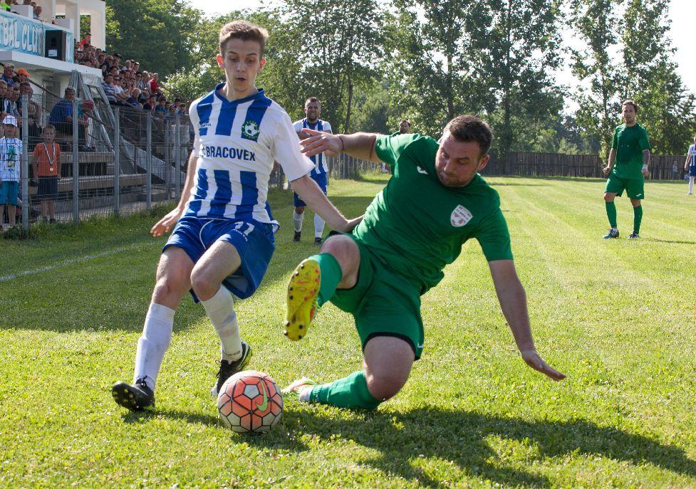 Nem kímélték egymást a felek a döntőben, mindkét csapat odatette a csontot rendesen Fotó: Henning János