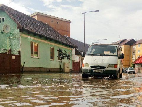 Miért kerül víz alá a város?