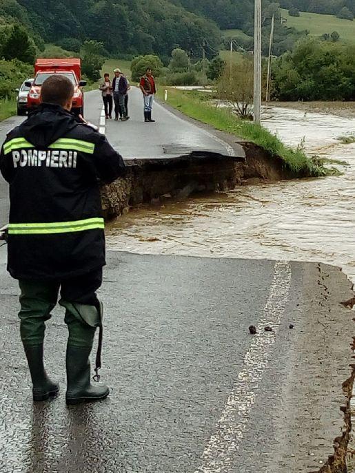 Az utat június 30-án zárták le, miután az áradások miatt beomlott egy szakasza