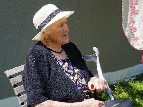 Nőnek a nyugdíjak