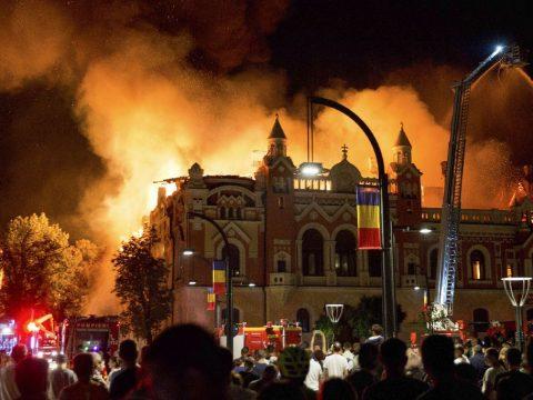 Tombolt a tűz Nagyváradon