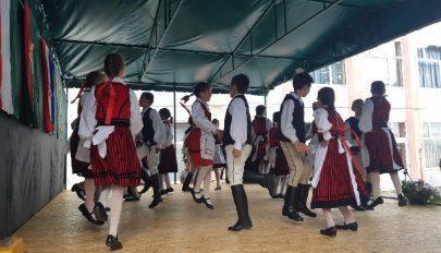 Kadarkúton táncoltatták a közönséget