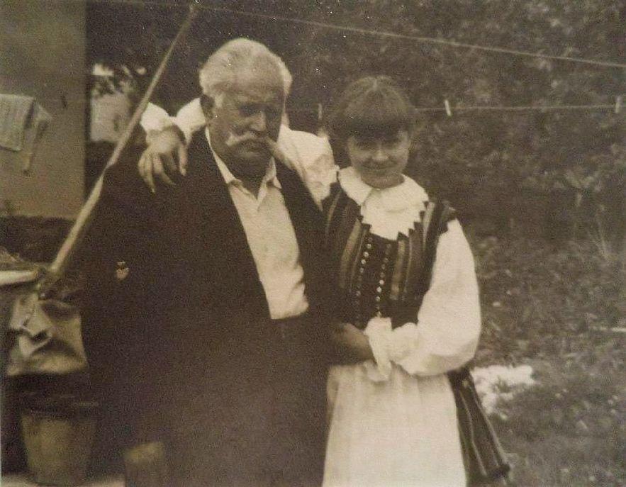 Csákány Zsuzsanna a szeretett nagyapával