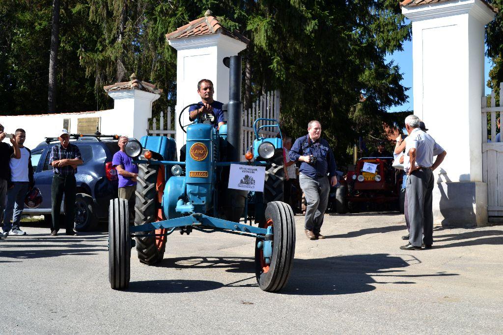 Lévai Sándor gyöngyösi gépgyűjtő idén is három veterán traktorral érkezik
