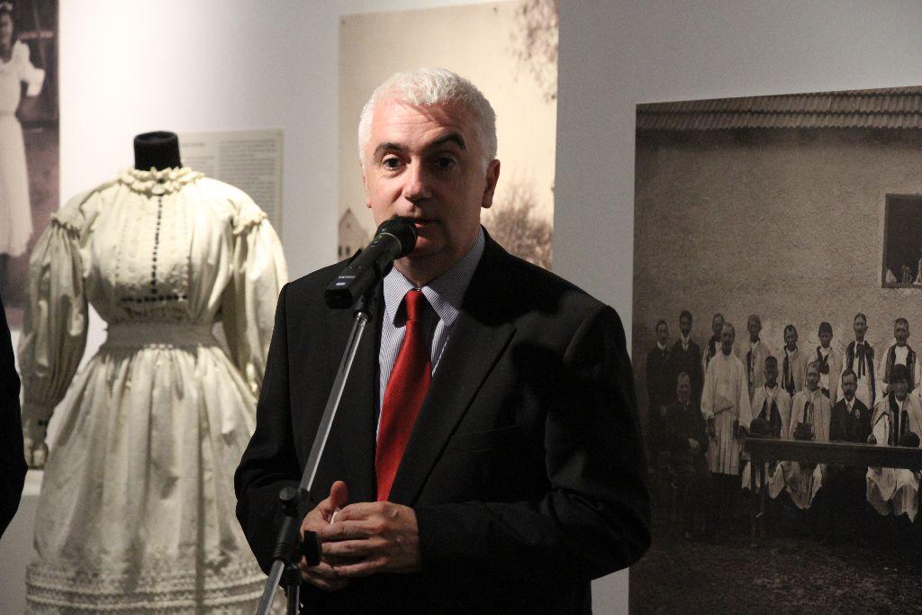 Kemecsi Lajos, a budapesti Néprajzi Múzeum főigazgatója köszönti a szép számban jelenlévőket
