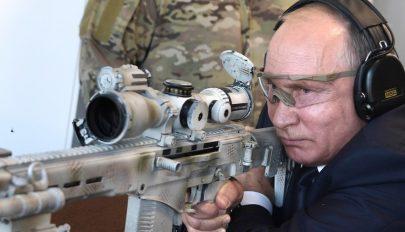 Kalasnyikovval lőtt Putyin