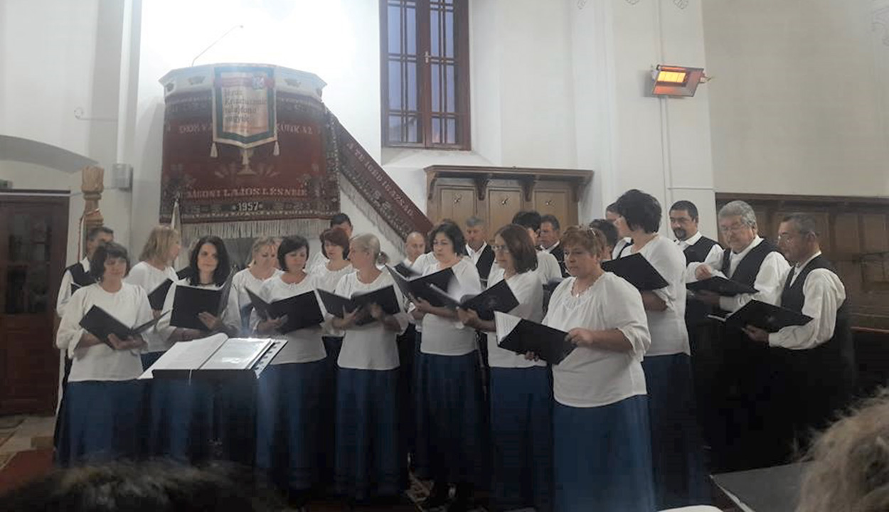 Szívből énekelnek