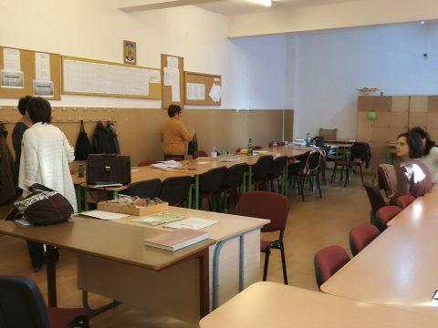 Szorítják a tanárokat