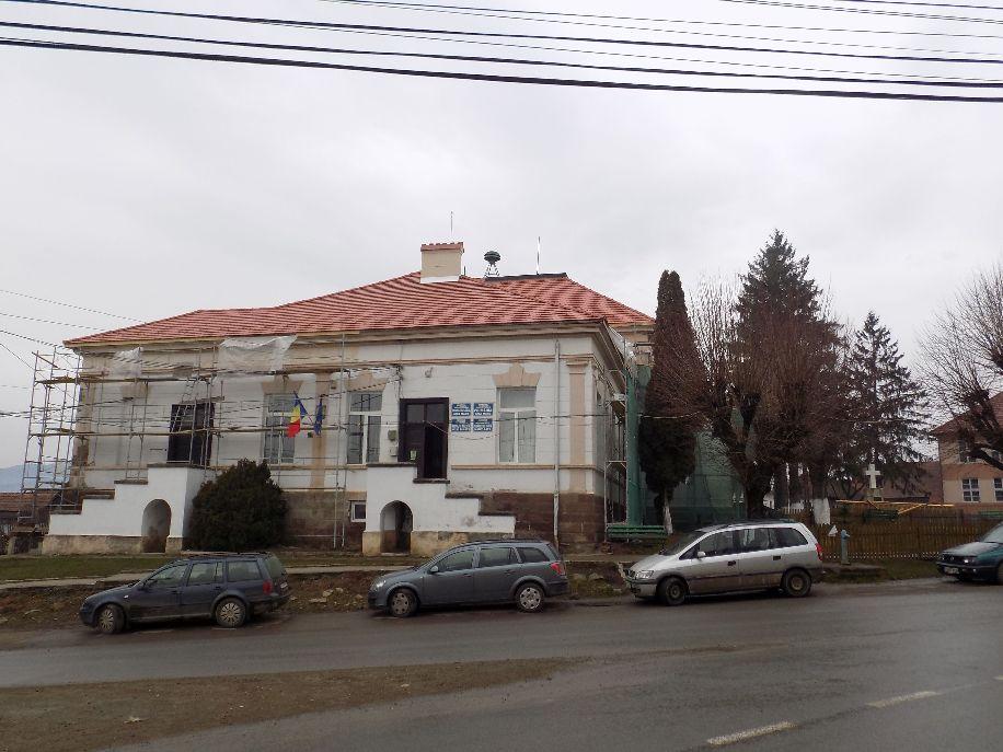 A faluközpontban levő műemlék épületegyüttes felújításán dolgoznak