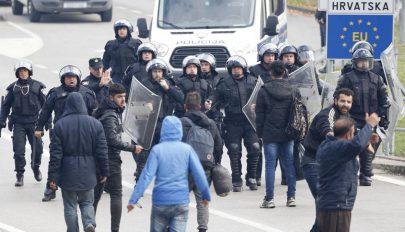 Migránsok csaptak össze rendőrökkel a boszniai-horvát határon