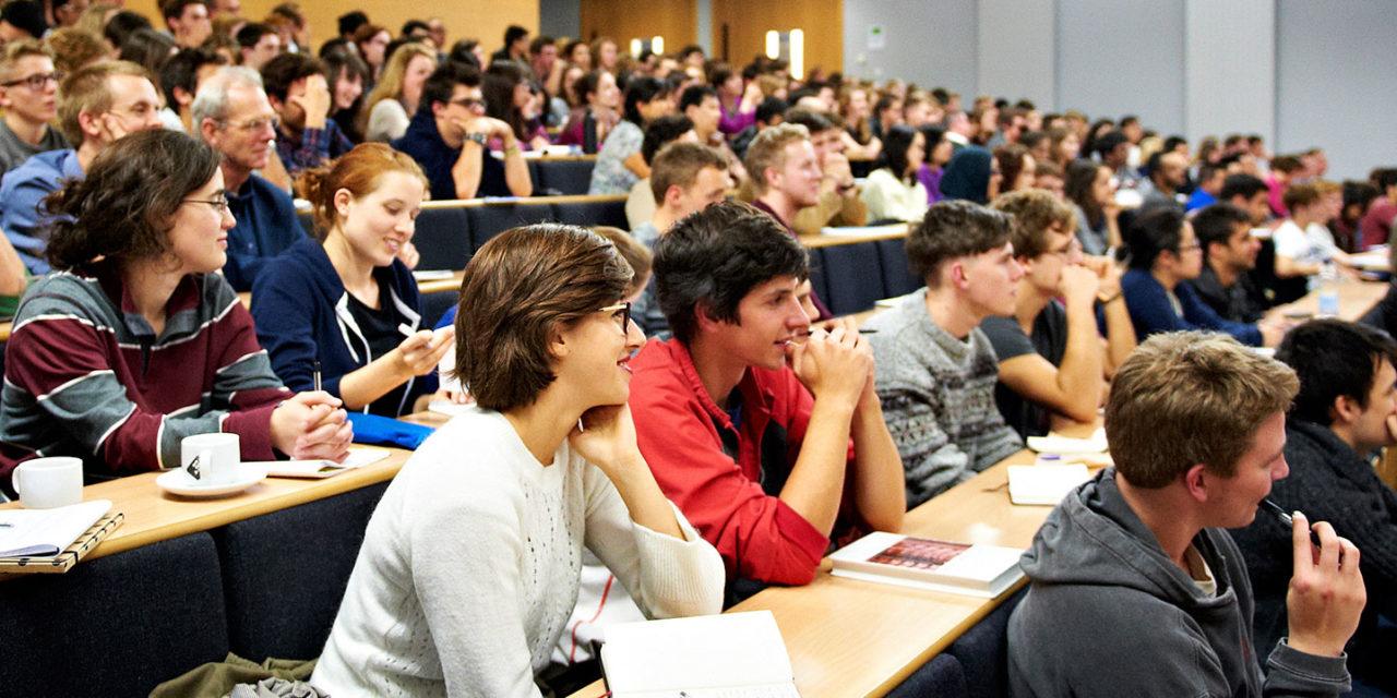 Félmillió egyetemista kezdi meg a tanévet