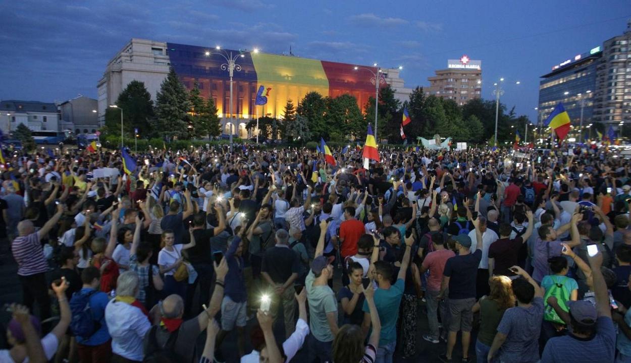 Vége az intézmények előtti spontán tüntetéseknek