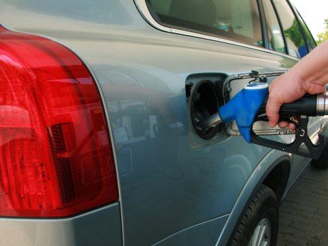 Korlátozná a kormány az üzemanyagárakat