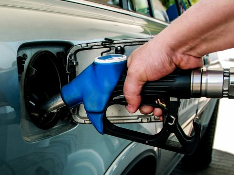 5 lej alá csökkenhet a benzin ára