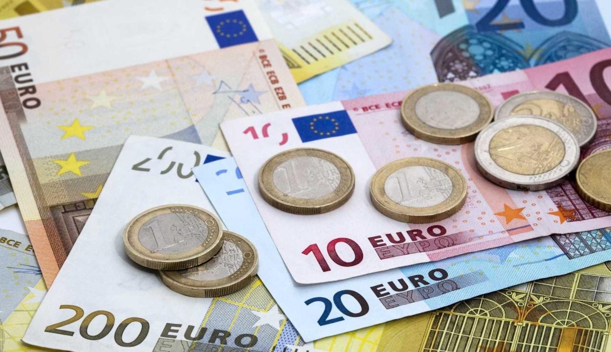 Átlépte a 4,7 lejes határt az euró hétfőn