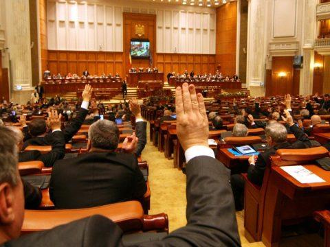 Elfogadta a képviselőház a nyugdíjtörvény tervezetét