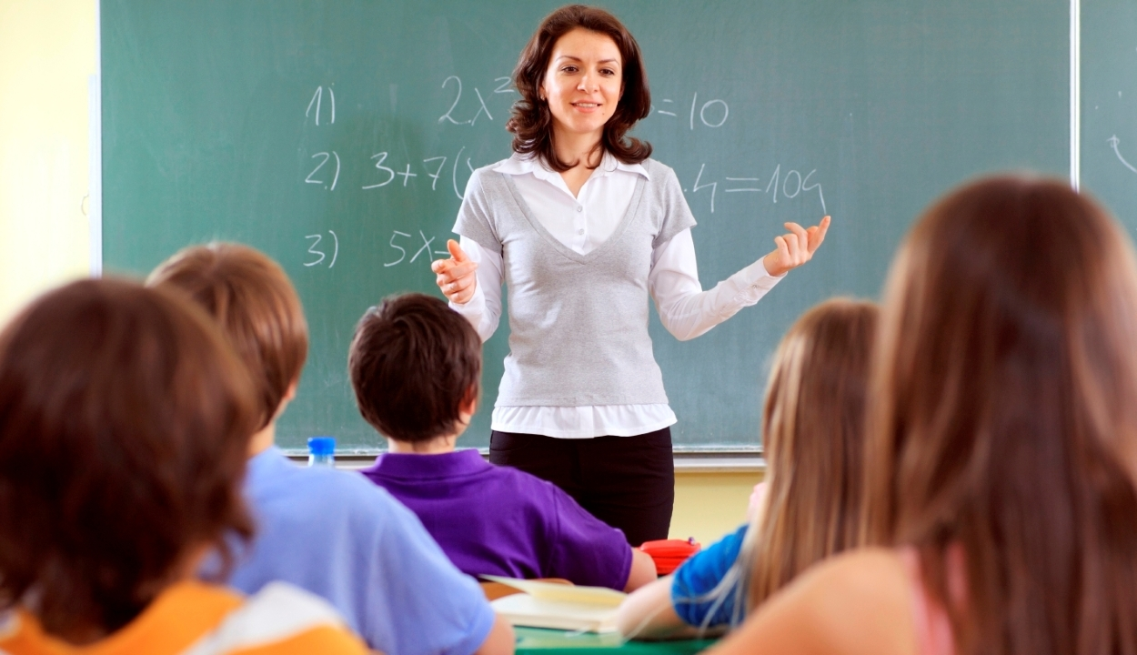 Kifizetik a plusz órákat a magyar tanítóknak