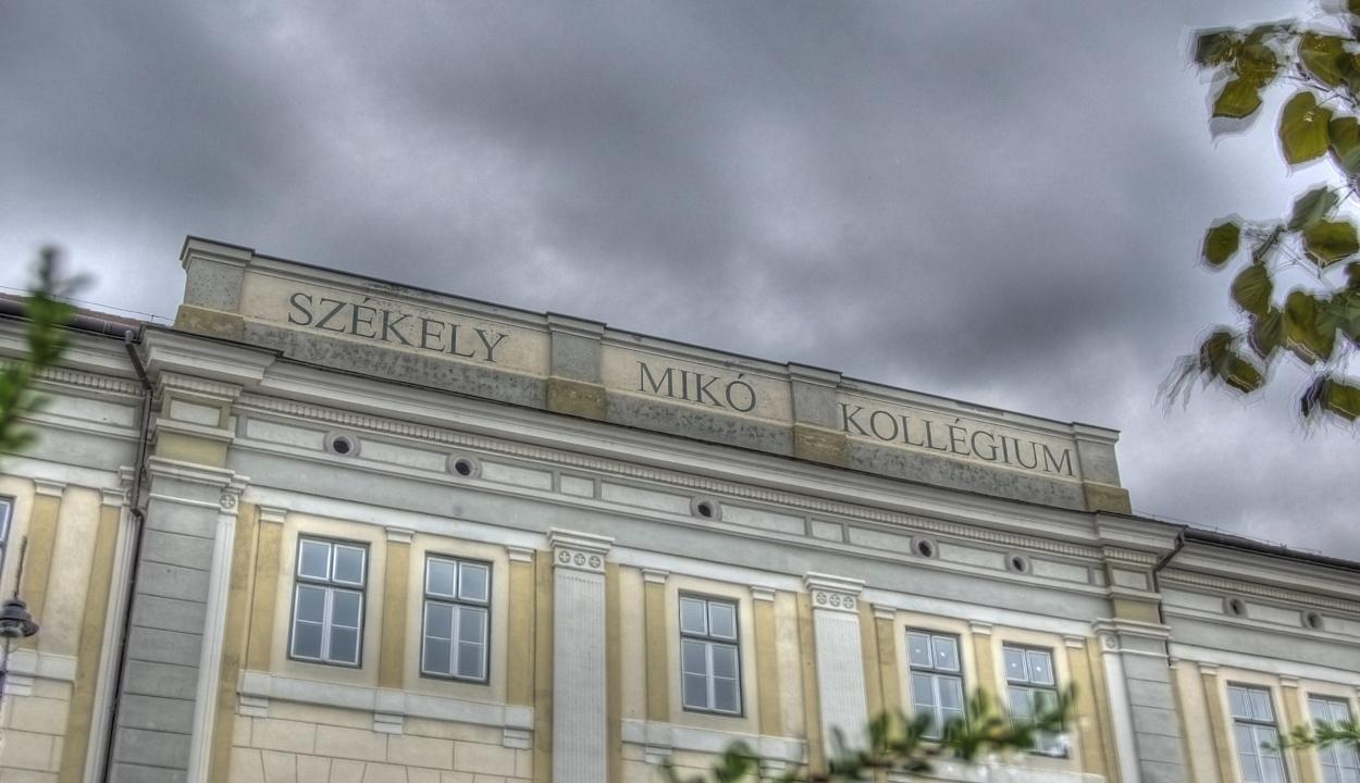 Tănase a Mikó homlokzatáról is leszedetné a magyar feliratot
