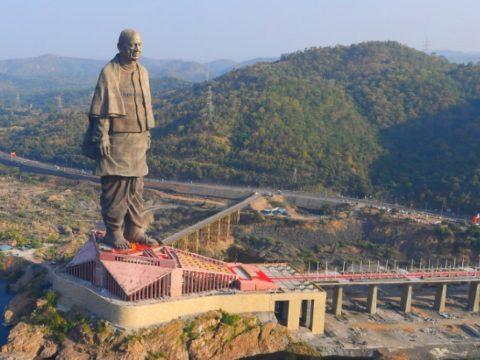 Felavatták a világ legnagyobb szobrát Indiában