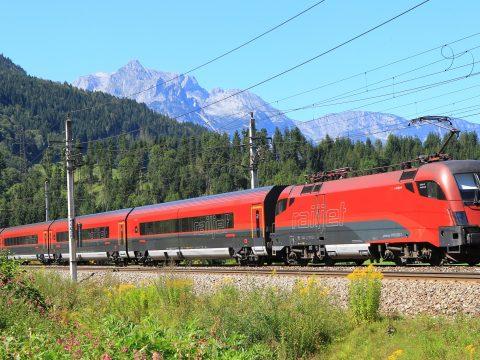 Megy a vonat, megy a vonat …