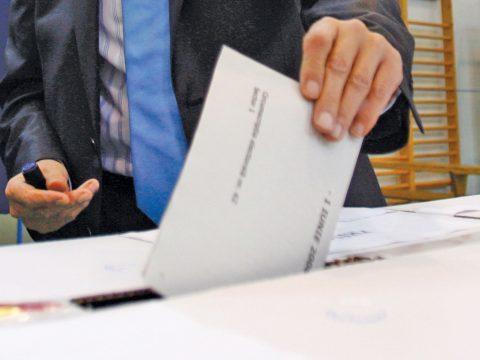 Több mint 4.000 szavazókörzeti elnök lépett vissza