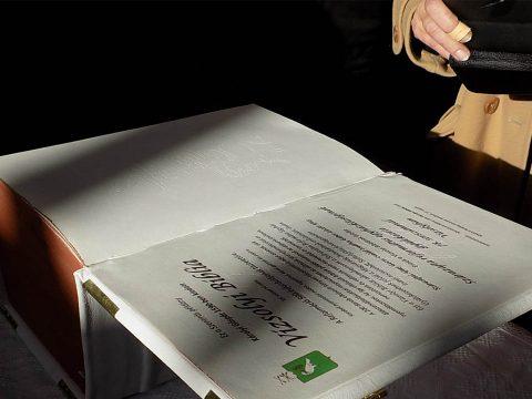 Szárazajtán az 1590-ben kiadott vizsolyi biblia hű mása