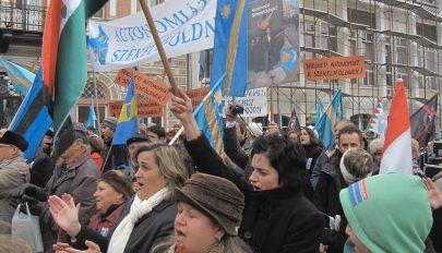 Az SZNT számít a magyarok és az autonómia támogatóinak aláírására