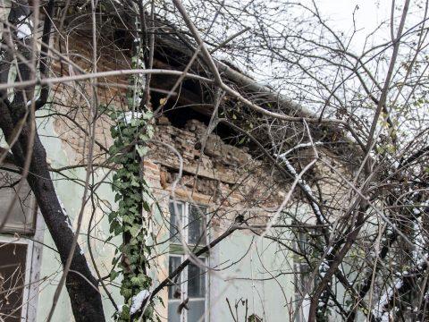 Omlásveszéllyel fenyeget a volt belgyógyászat épülete
