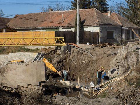 Elkezdődött a Petőfi utcai híd újjáépítése