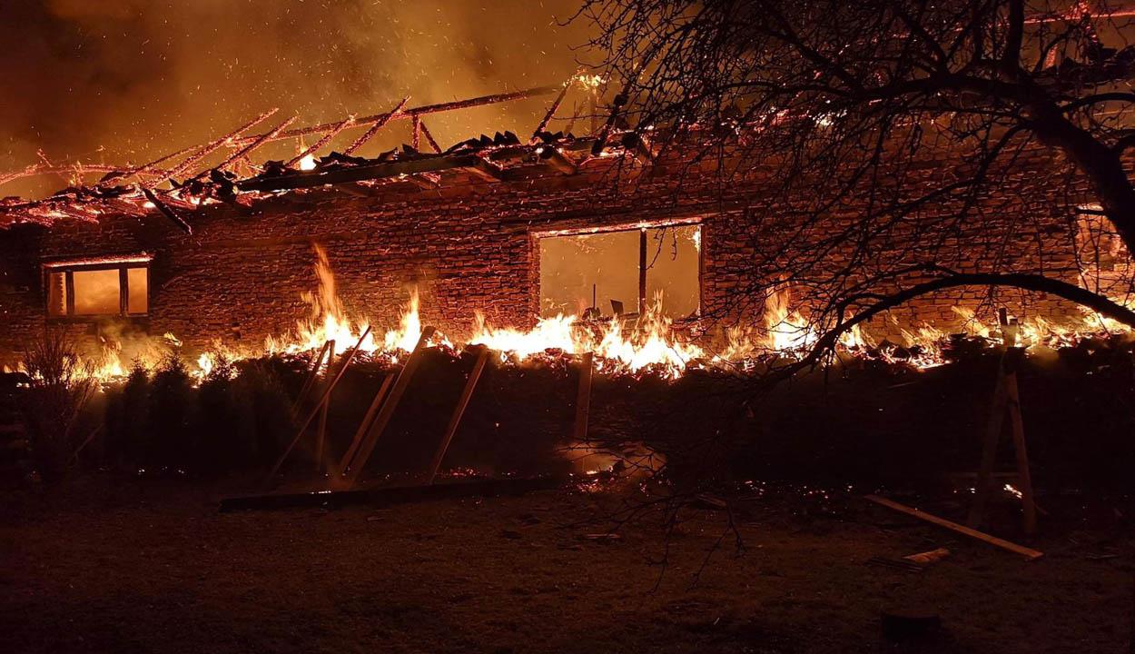 Házak lángoltak