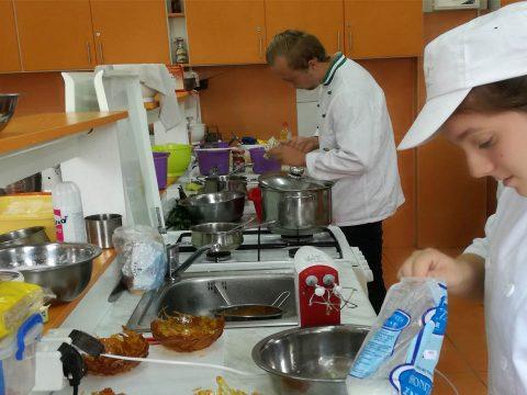 Schnitta-versenyen izgulhatnak a diákok