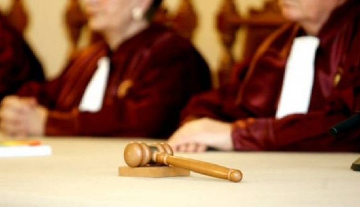 Az alkotmánybíróság május 20-ára halasztotta a döntést a háromtagú bírói tanácsokról