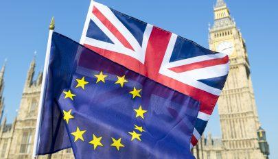 Brit kormánytagok: ha a jövő héten nincs áttörés, halasztani kell a kilépést