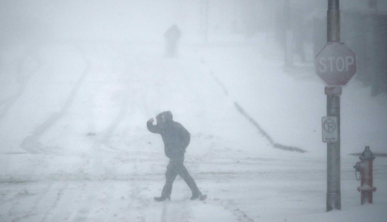 Hóviharok dúlnak az amerikai Középnyugaton