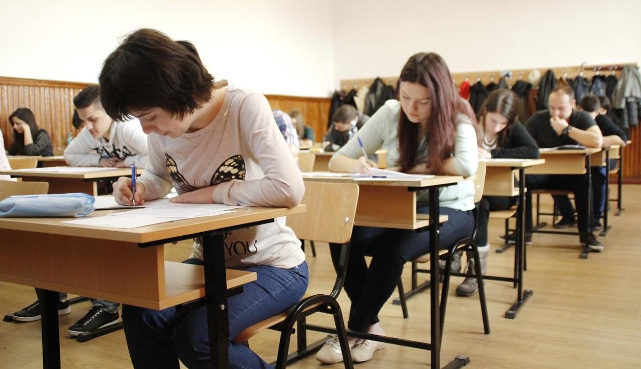 A román nyelv és irodalom írásbeli vizsgával kezdődik hétfőn a próbaérettségi
