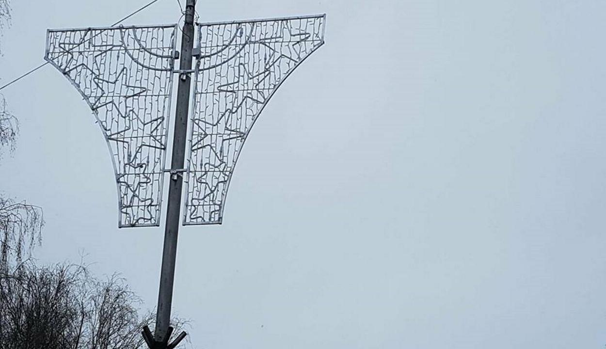 Idén is támadnak a bugyi alakú karácsonyi dekorációk