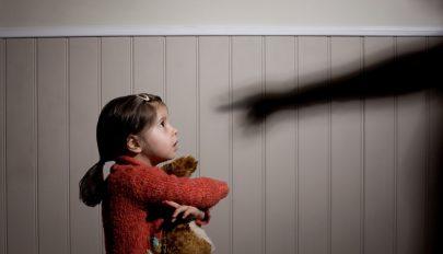 Börtönt kockáztatnak a skót szülők, ha megütik gyermekeiket
