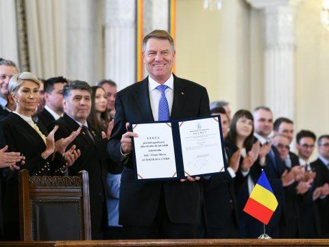 Kihirdette Johannis a Iași-Marosvásárhely autópálya megépítéséről rendelkező törvényt
