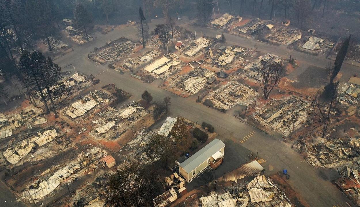 Kaliforniai tűzvész: Nőtt a halottak, csökkent az eltűntek száma