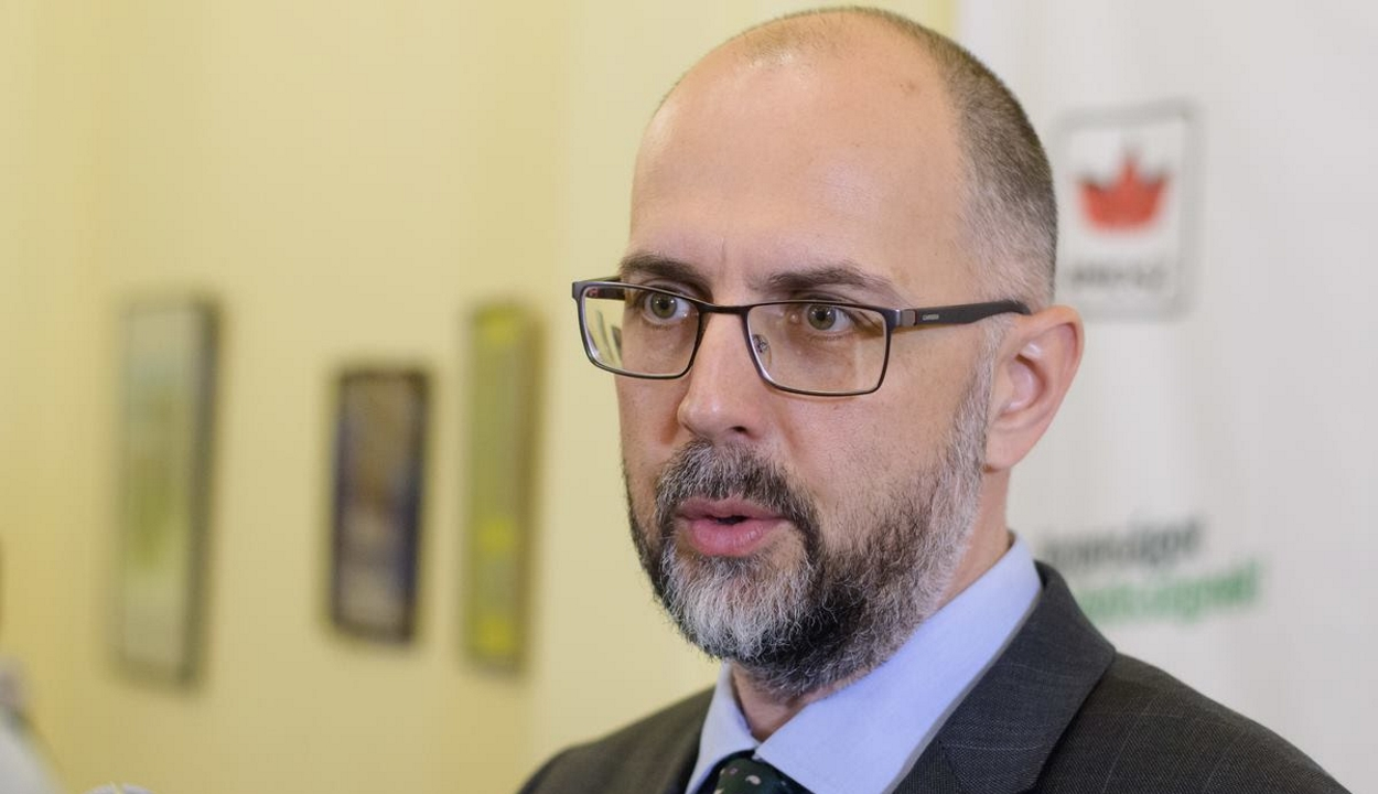 Kelemen Hunor aláírta az SZNT európai polgári kezdeményezését