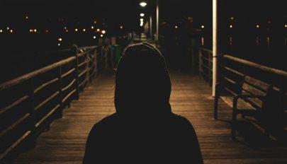 A magány szó szerint leépíti az agyat