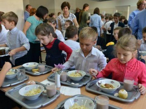Nő a Meleg ételt az iskolákba program keretében biztosított élelmiszercsomag értéke