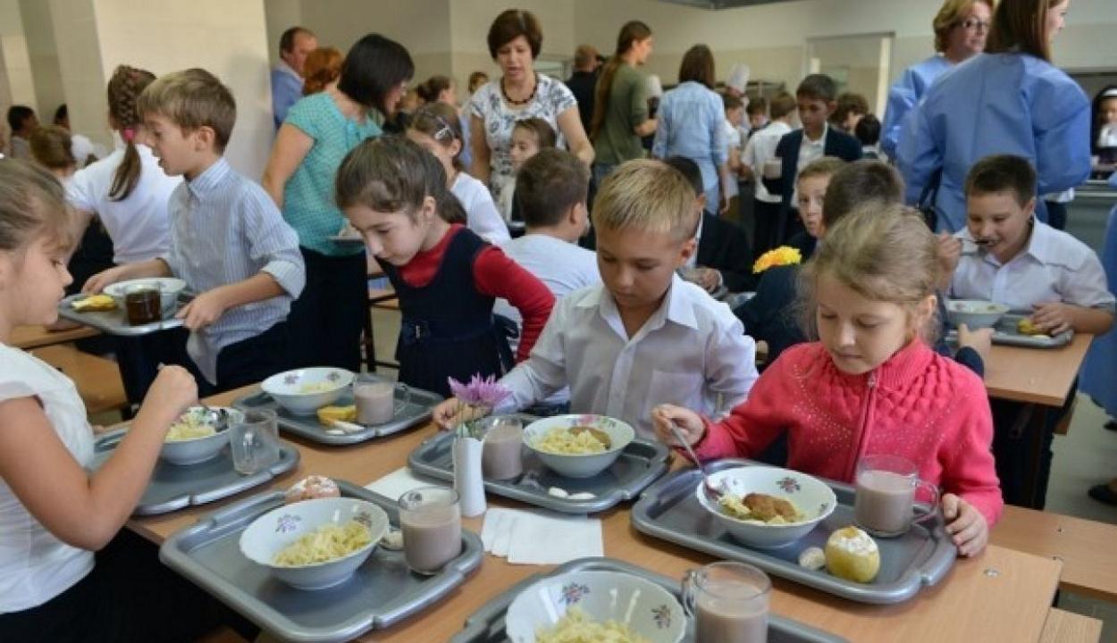 Kiterjesztené a Meleg ételt az iskolákba programot a tanügyminiszter
