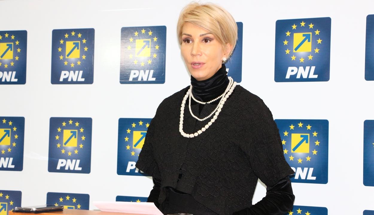 Viorica Dăncilă azonnali lemondását kéri Raluca Turcan