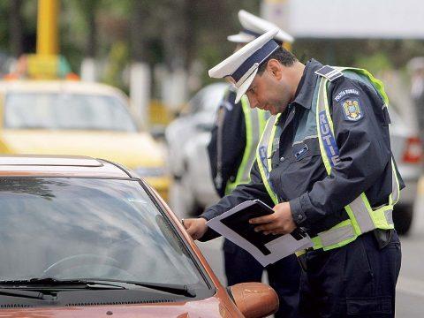 Több mint 400 gépkocsivezető jogosítványát vonták be a rendőrök egy nap alatt