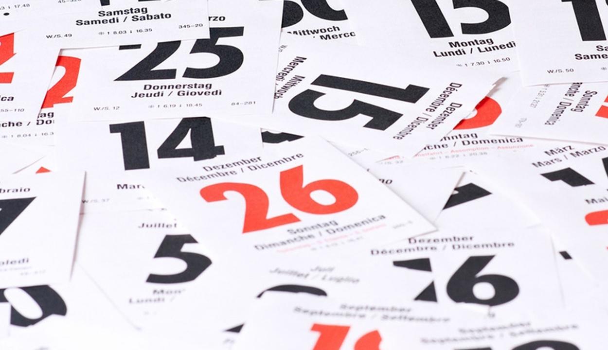 A kormánynak ezután minden év január 15-ig döntenie kell a munkaszüneti napokról